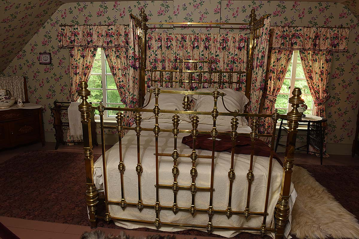 Guest bedroom in William Lyon Mackenzie King House, Kitchener