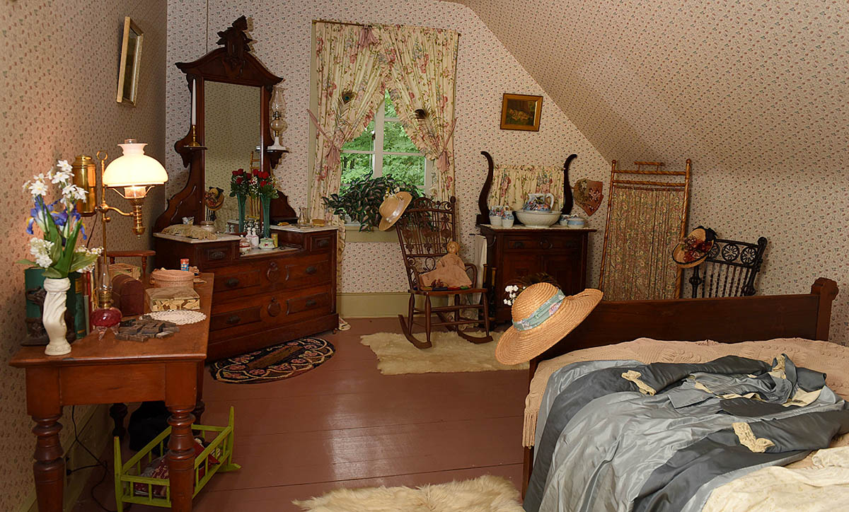 Girls' room in William Lyon Mackenzie King House, Kitchener